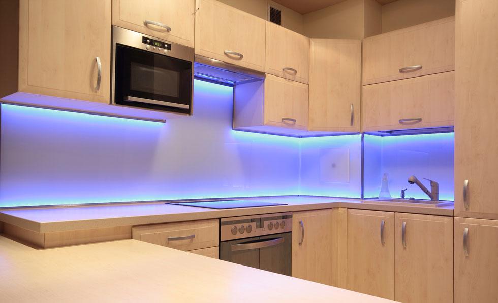 Подсветка для кухни под шкафы своими руками 39