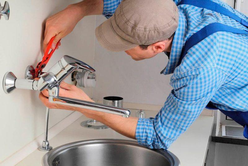 Как поменять кран на кухне своими руками 37